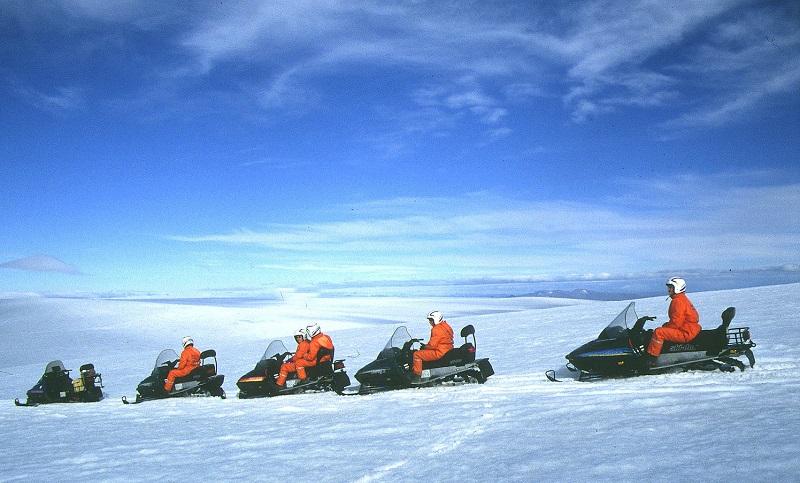 Snow-scooters at Langjškull Credit line: Icelandic Tourist Board / Photo: www.adventure.is